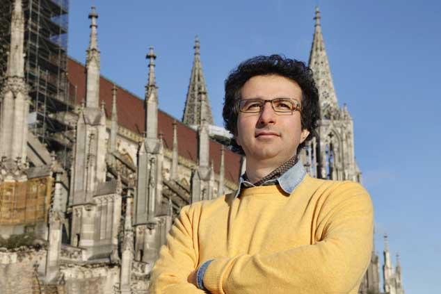 Der Komponist und das Münster: Marios Joannou Elia komponiert ein Oratorium, das 2015 zum Jubiläum des Westturm aufgeführt werden soll (Photo © Stadt Ulm)