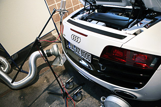 Marios Joannou Elia records an Audi R8 (Photo © Audio-Technica)
